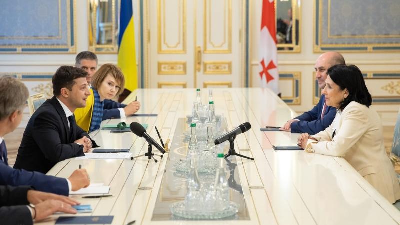Президенты Грузии и Украины провели телефонный разговор