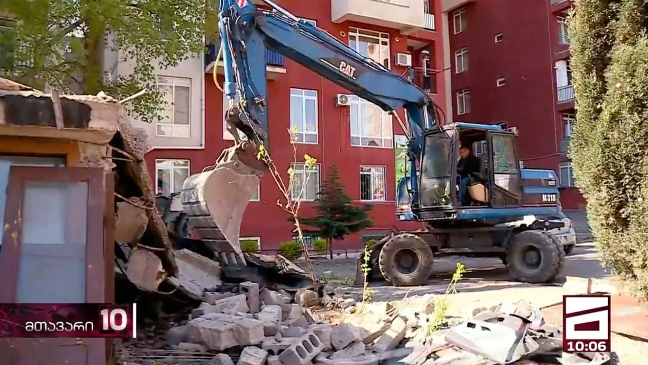 Мэрия Тбили сносит незаконно построенные гаражи в Диди Дигоми