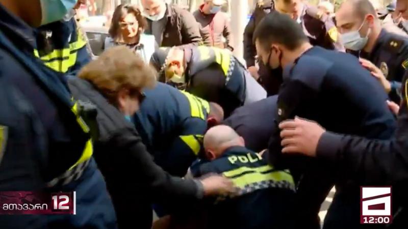 У здания правительства Абхазской АР задержаны 6 митингующих