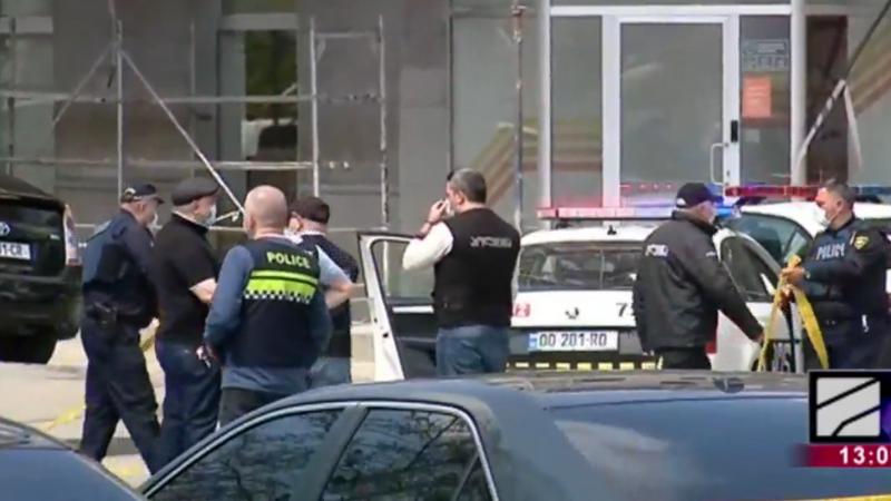 СМИ публикуют информацию о взятии заложников в филиале «Банка Грузии» возле станции метро «Авлабари»
