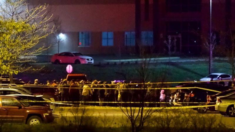 В результате стрельбы в Индианаполисе погибли по меньшей мере восемь человек