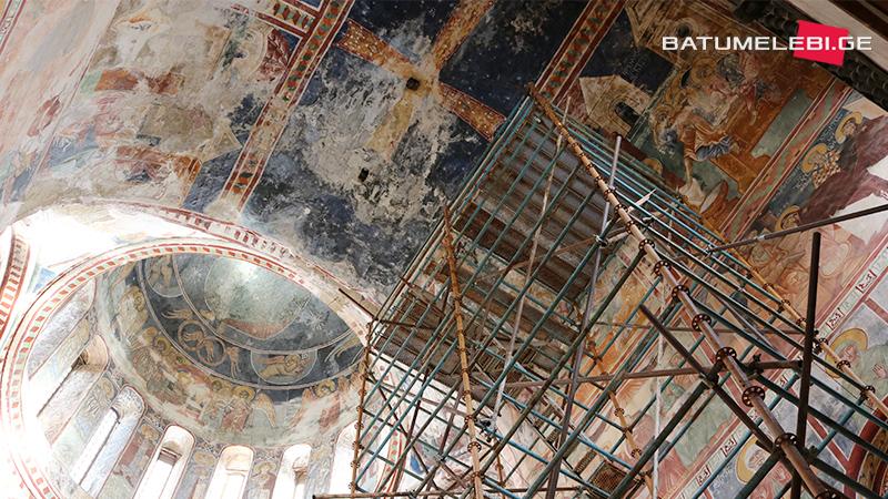 Эксперты ЮНЕСКО: Процесс повреждения фресок в Гелати продолжается