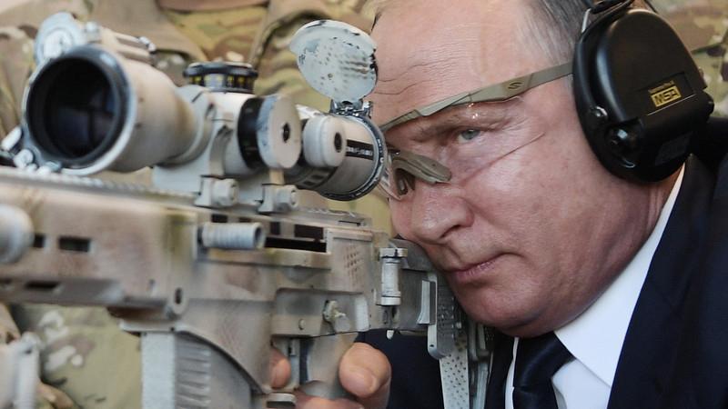 Путин сравнил российскую вакцину с автоматом Калашникова