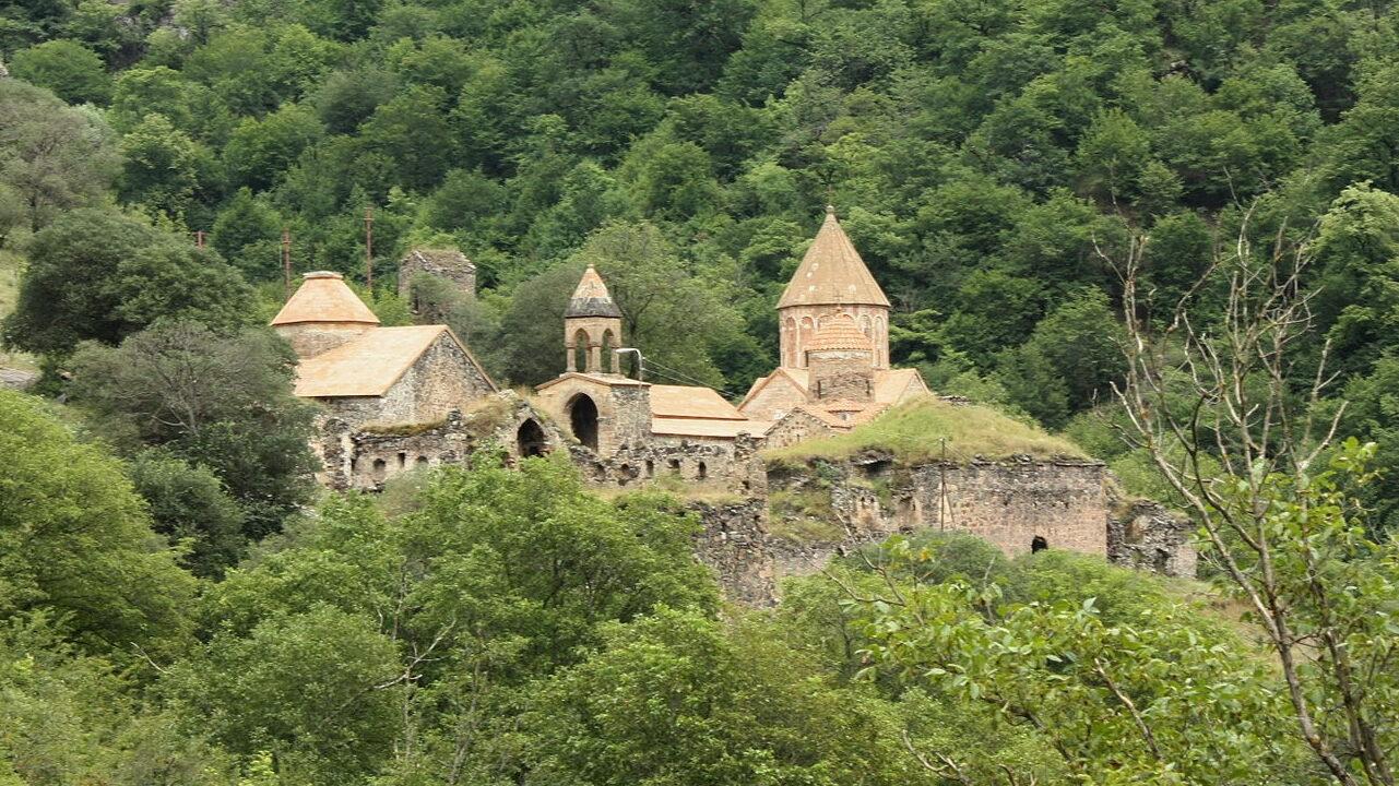 Госкомитет Азербайджана организовал проведение христианского обряда в монастыре Худаванк