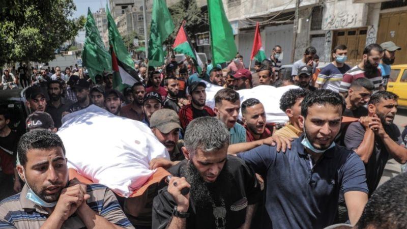 დასავლეთ ღაზაში გლოვობენ დაღუპულ ქალსა და მის ვაჟს, ისრაელის საჰაერო დარტყმების შემდეგ. 11.05.21 ფოტო: EPA