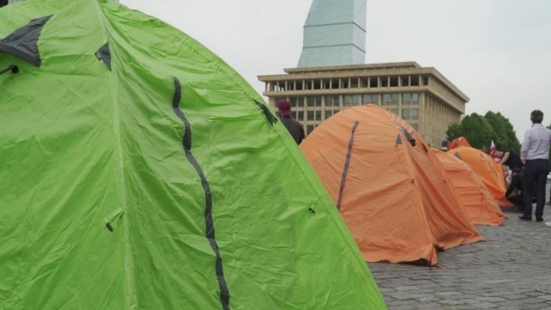 Митинг в Тбилиси: Противники строительства Намахвани ГЭС установили палатки