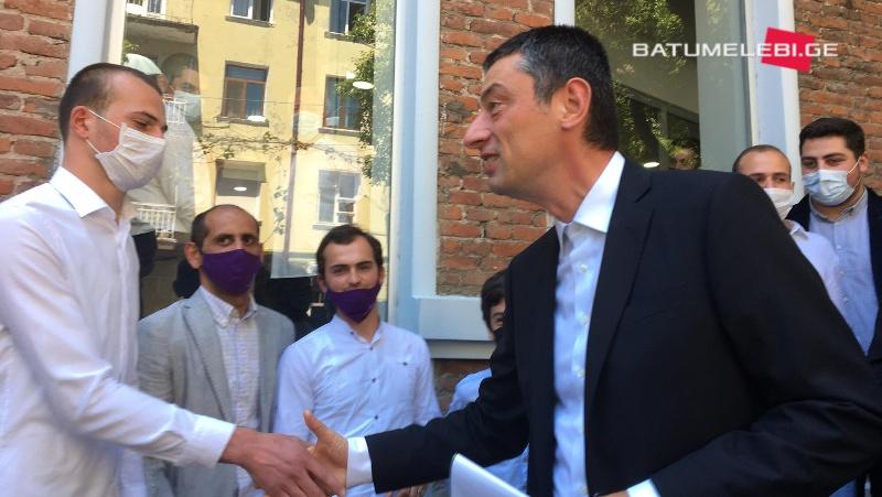 Экс-премьер Грузии Гиорги Гахария открыл в Батуми офис своей партии
