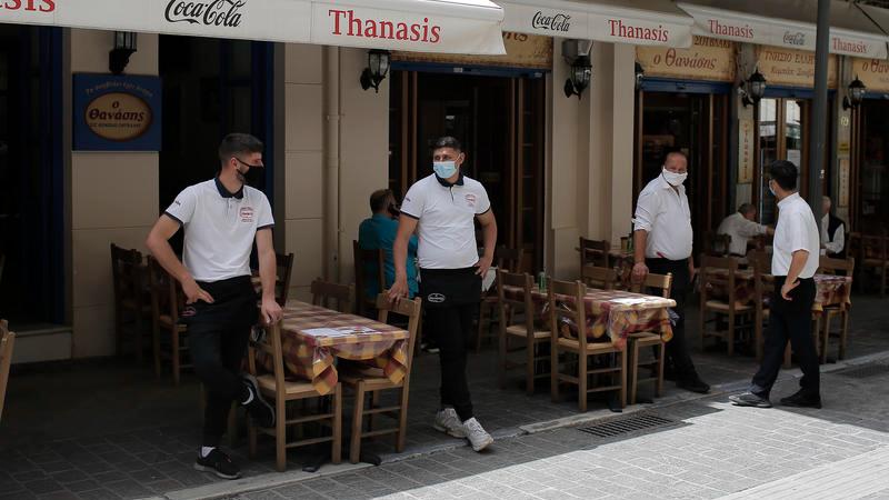 Российским вакцинированным туристам придется дважды пройти тест для въезда в Грецию