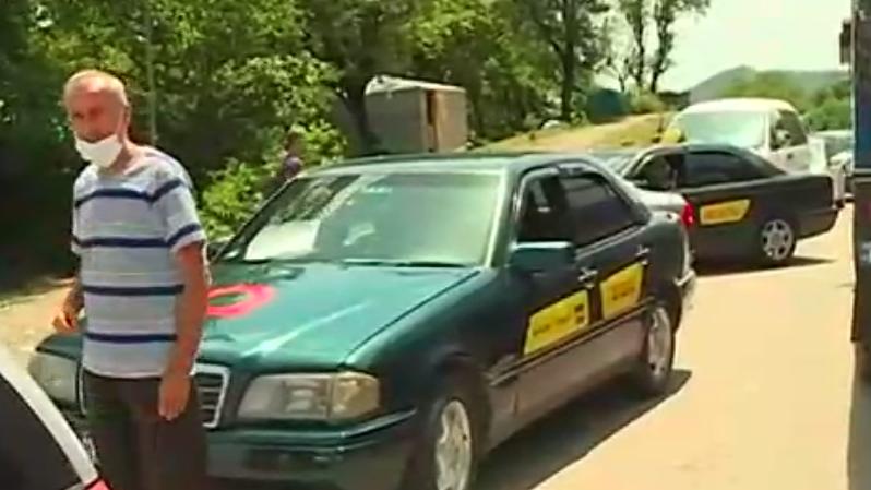 გუმათში პროტესტს ქუთაისელი ტაქსის მძღოლები შეუერთდნენ