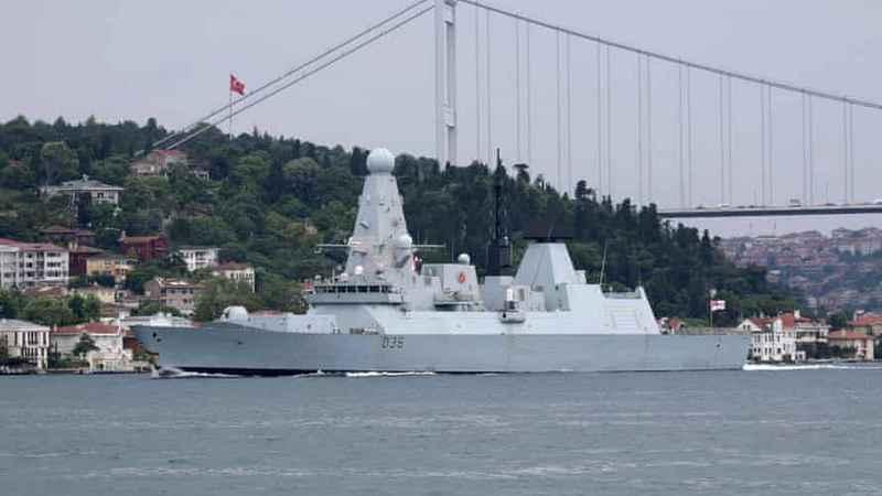 Минобороны РФ заявило о предупредительном огне по британскому эсминцу у берегов Крыма