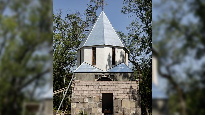 """""""ეს არის ძეგლის დამახინჯება"""" – ცხინვალთან ნაეკლესიარზე ახალ ტაძარს აშენებენ"""