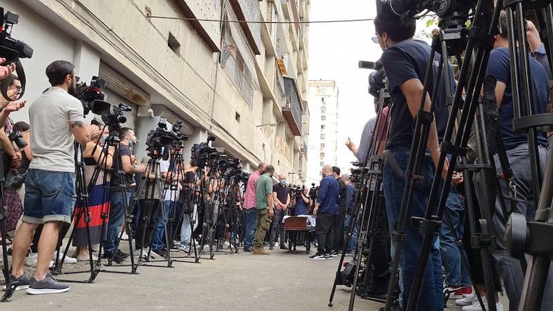 Оператора TV Pirveli Лексо Лашкарава проводили в последний путь под аплодисменты