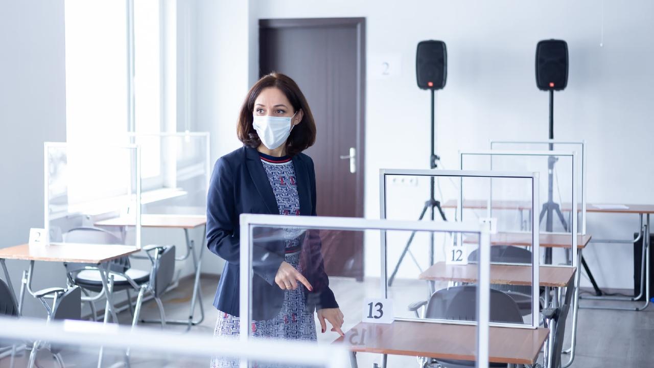 Около 20-ти ковид-инфицированных абитуриентов сдадут экзамены на отдельной сессии