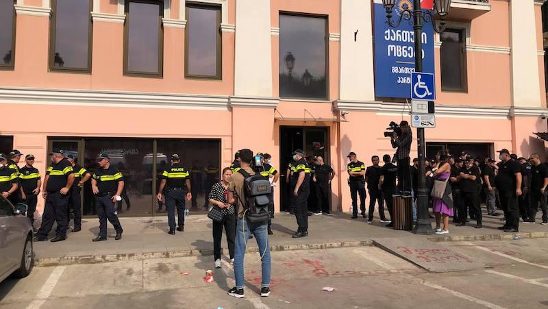 Несколько человек задержаны на акции перед офисом правящей «Грузинской мечты»