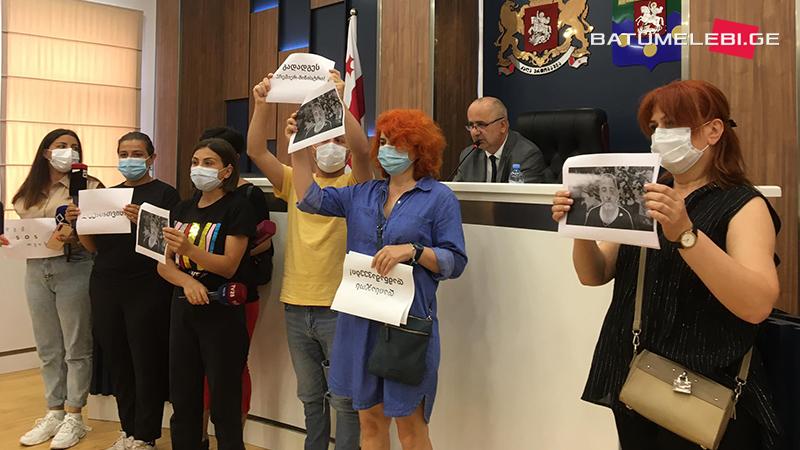 Заседание Сакребуло Батуми началось на фоне протеста журналистов