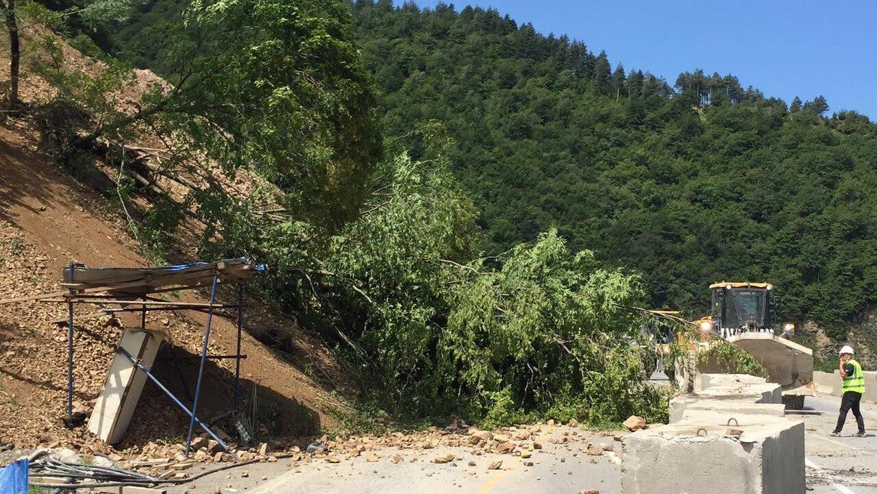 На Рикоти сошел оползень, дорога закрыта