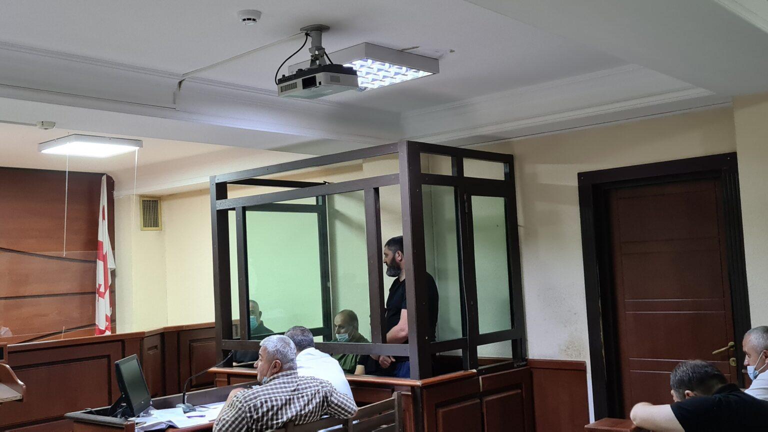 Суд оставил под арестом трех обвиняемых в нападении на журналистов