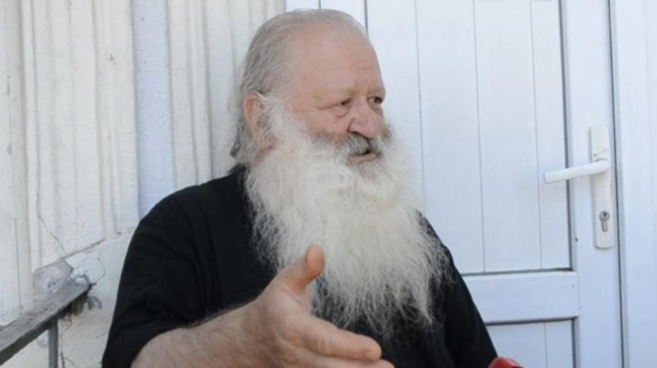 მღვდელს, რომელმაც ჟურნალისტების უხამსი ფოტომონტაჟი გაავრცელა, მსახურება დროებით შეუზღუდეს