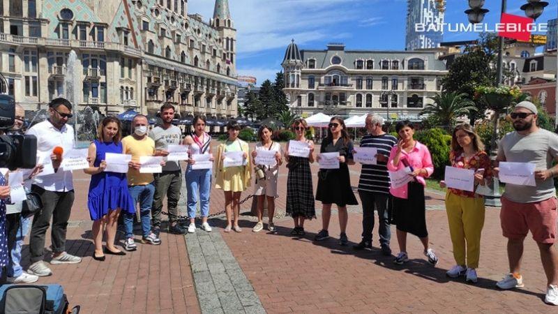 Во многих городах Грузии проходят акции с требованием наказать виновных в нападении на журналистов
