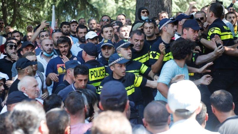 პოლიციამ ჟურნალისტებზე ძალადობაში მონაწილე კიდევ 1 პირი დააკავა