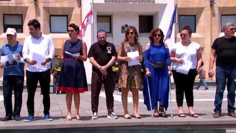 Встреча премьера Грузии и президента Евросовета прошла на фоне акции представителей СМИ