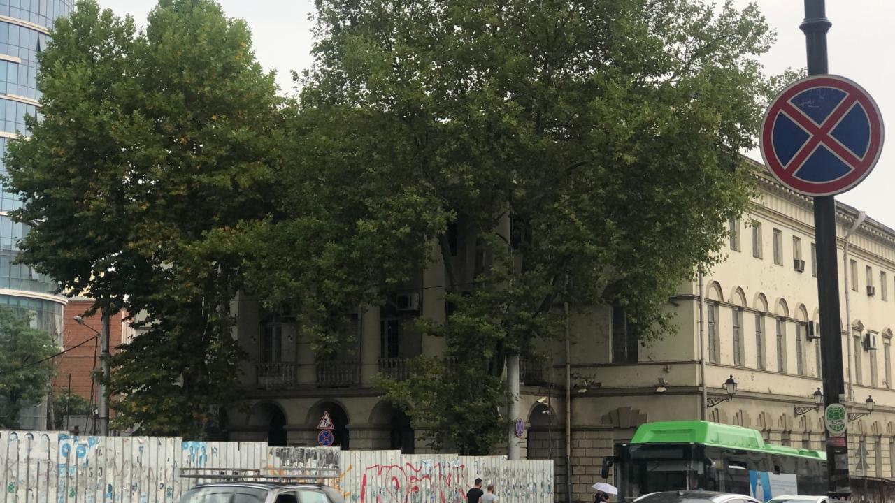 Одно из самых известных исторических зданий Тбилиси на грани разрушения