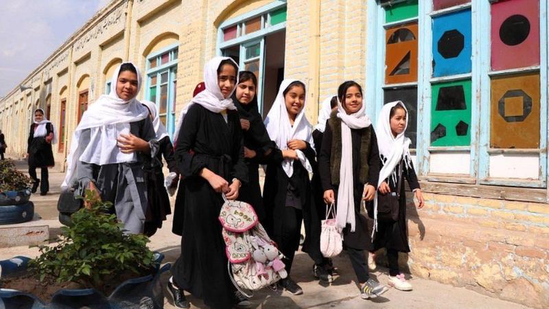 ავღანელი სკოლის მოსწავლე გოგოები. ფოტო: EPA