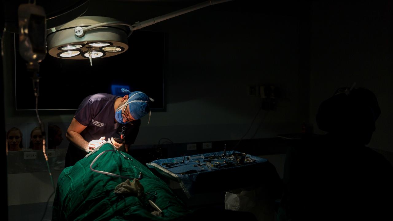 თანხმობის გარეშე ცხვირის ოპერაციის შემდგომი ფოტოების გავრცელებისთვის ექიმი დააჯარიმეს
