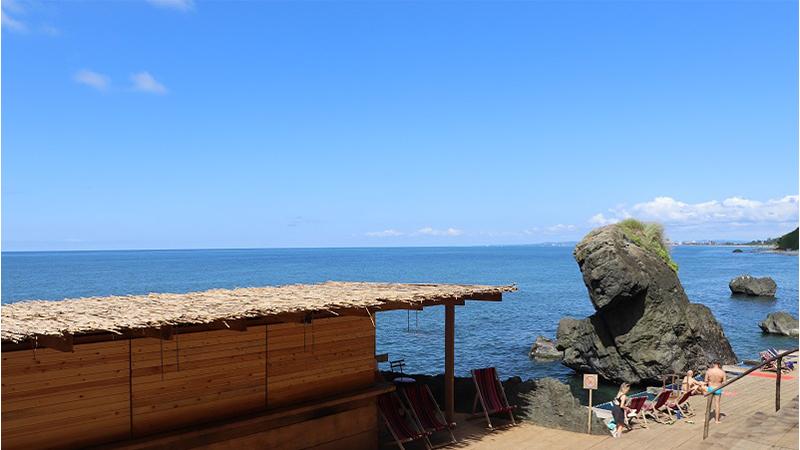 ახალი დასასვენებელი ადგილი ისტორიულ აგარაკებთან, პლაჟთან ახლოს – ციხისძირის შუქურა