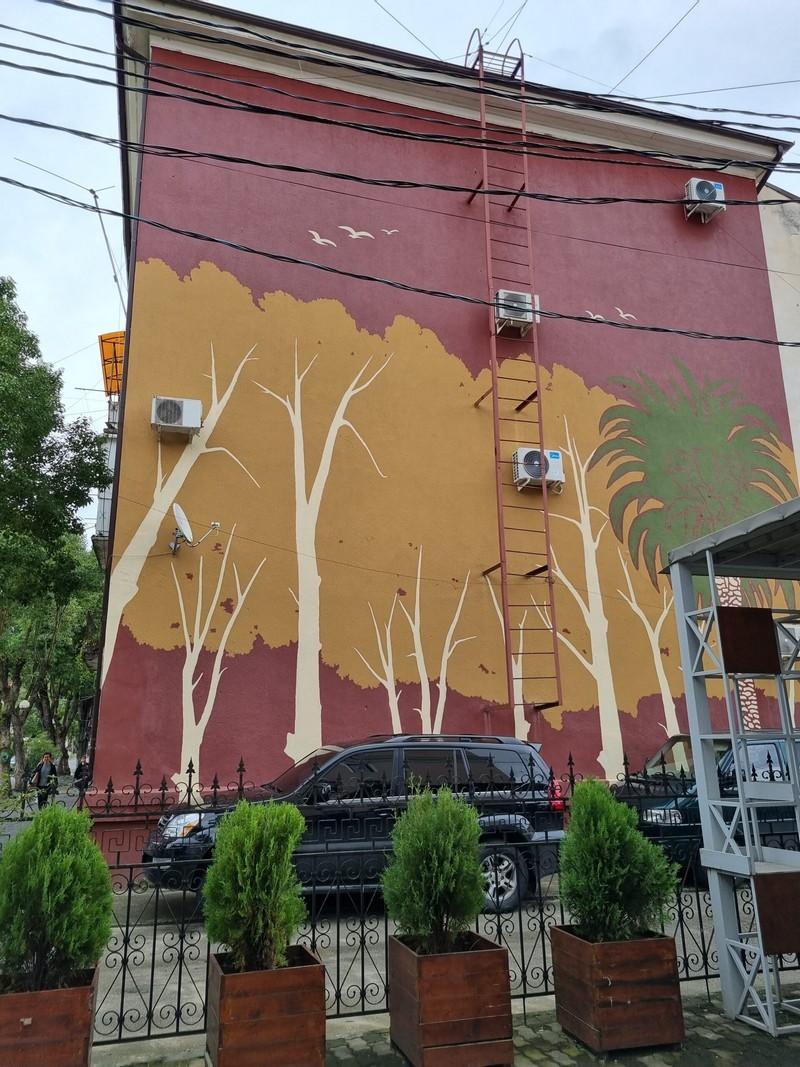 street art სოხუმში; ფოტო: მარიანა კოტოვა/ნეტგაზეთი, 2021