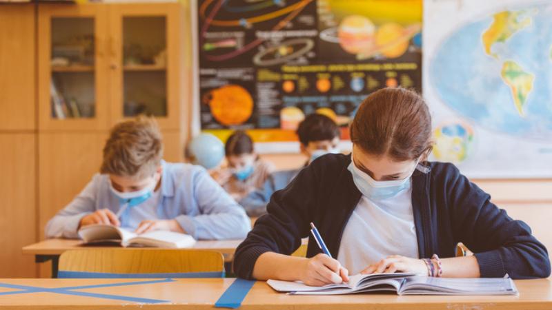 Ученики будут обязаны носить маски в школах