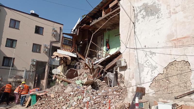 თბილისში საცხოვრებელი სახლი ჩამოინგრა