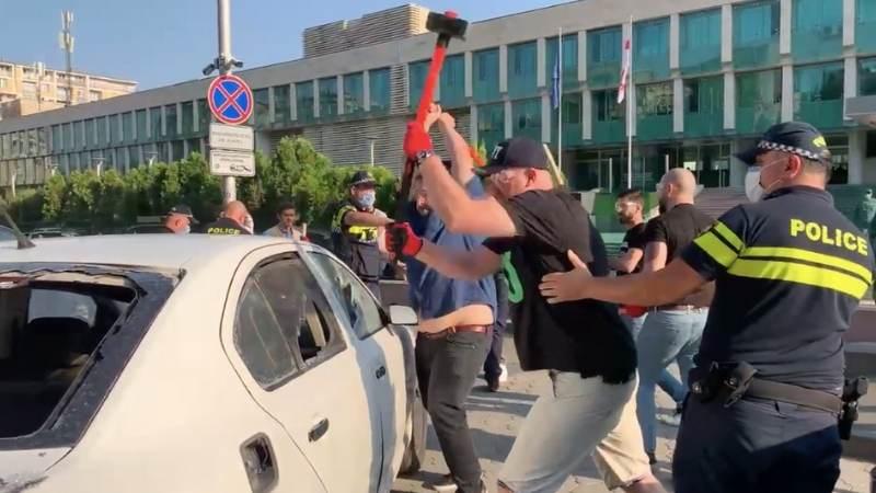 """""""გირჩი — მეტი თავისუფლების"""" წევრები სუს-თან საკუთარი ავტომობილის დამტვრევისას დააკავეს"""
