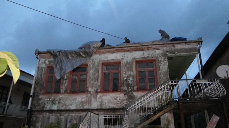 ქარის შედეგად დაზიანებული სახლი ფოტში. ფოტო: ფოთის მერია