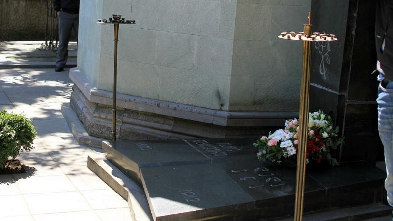 Экс-глава Агентства культурного наследия подтвердил факт повреждения могилы Якова Гогебашвили