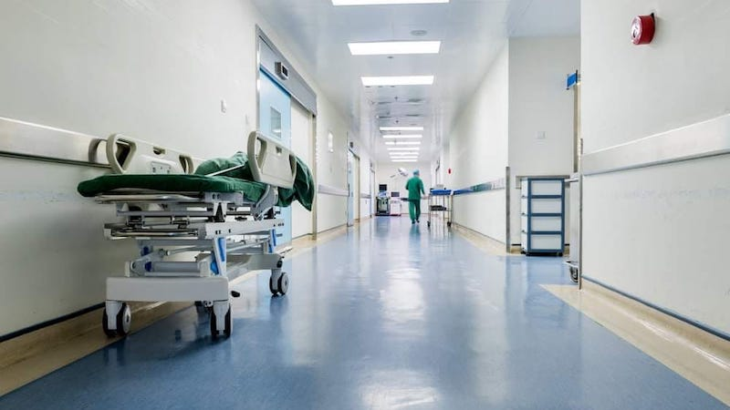 კრიზისი სომხეთში – კოვიდ პაციენტებისთვის კლინიკებში ადგილები ამოიწურა