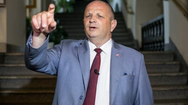 პოლონეთში ჰომოფობ პოლიტიკოსს ლგბტ ორგანიზაციის სასარგებლოდ თანხა გადაახდევინეს